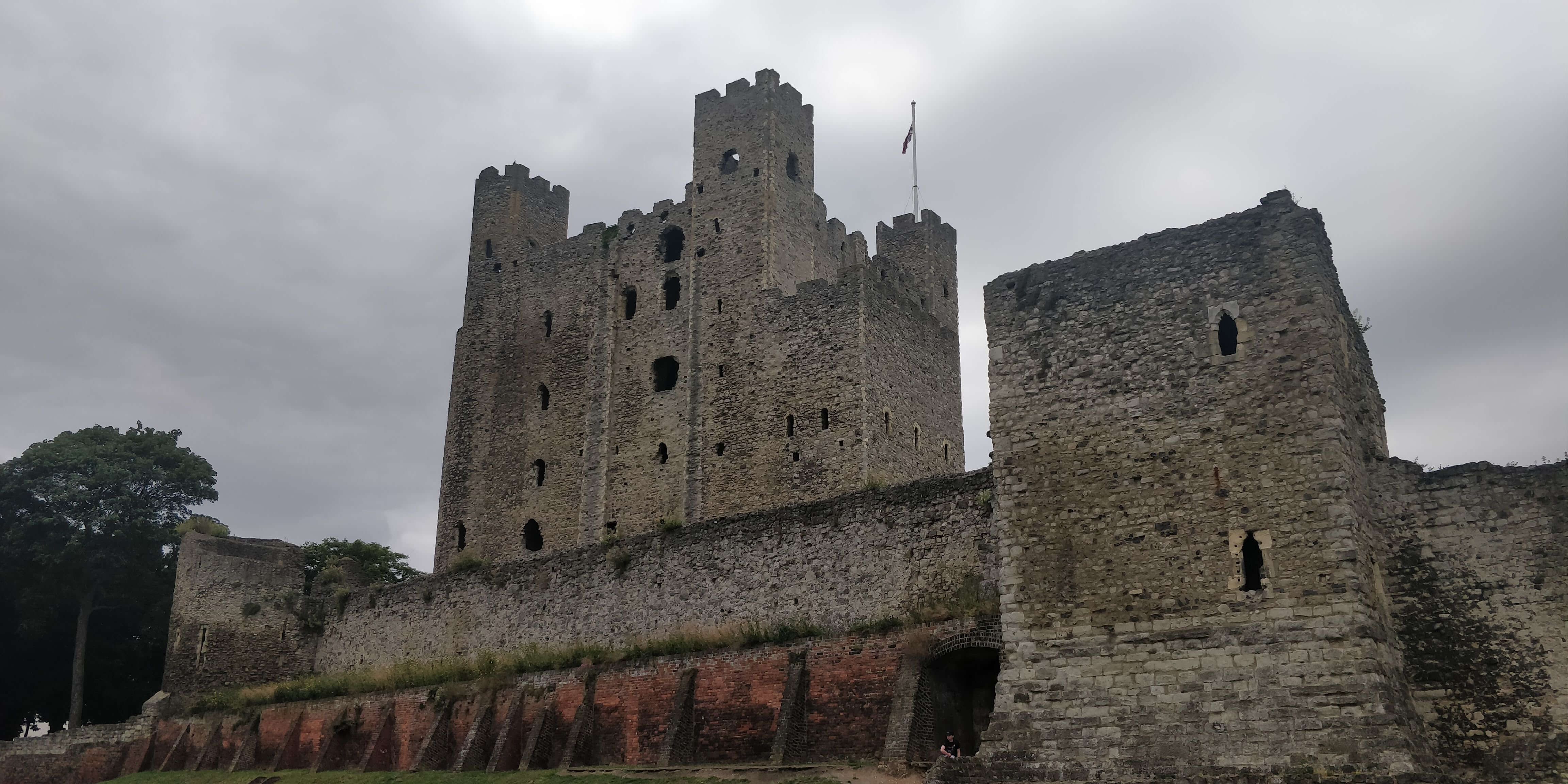 Rochester castle, looking past the wall towards the keep.
